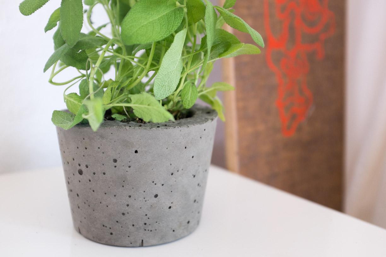ghostbastlers blumentopf aus beton selber machen. Black Bedroom Furniture Sets. Home Design Ideas