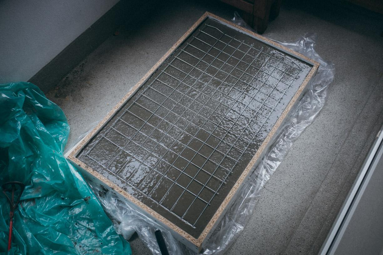 ghostbastlers – tischplatte aus beton